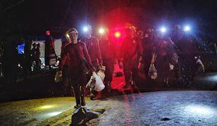 Tajlandia. Złe wieści dla chłopców uwięzionych w jaskini. Czekają na uzupełnienie zbiorników z tlenem