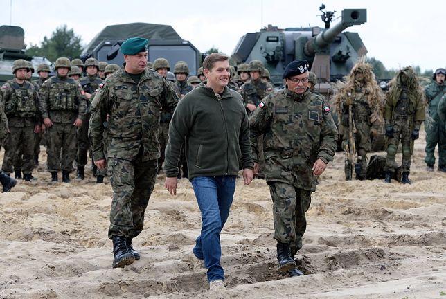 I już nie masz w portfelu 18 zł. To minister Kownacki kupił wojskowym zabawki