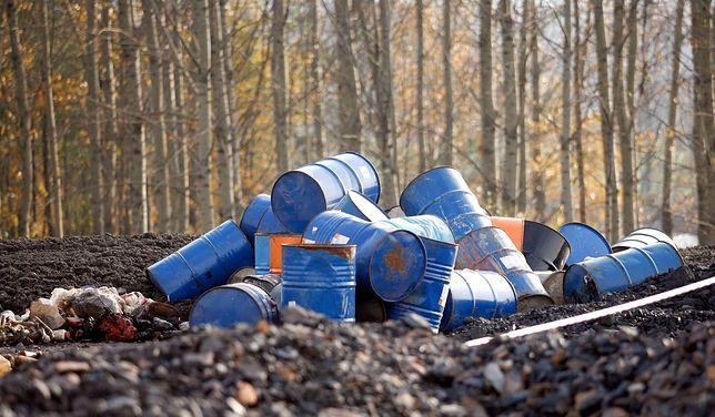 Niebezpieczne odpady trafiały do wyrobisk po piachu. Niektóre znaleziono na głębokości zaledwie kilkudziesięciu centymetrów