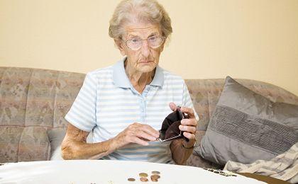Tysiące emerytów stracą pieniądze