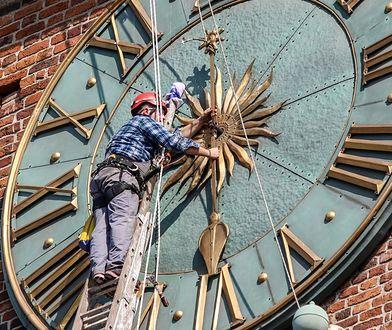 """""""Przestańmy majstrować przy zegarach"""". Ekonomista wzywa do rezygnacji ze zmiany czasu"""