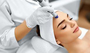 Dzięki zastosowaniu wiązki lasera można usunąć przebarwienia, zmarszczki oraz niechciane owłosienie