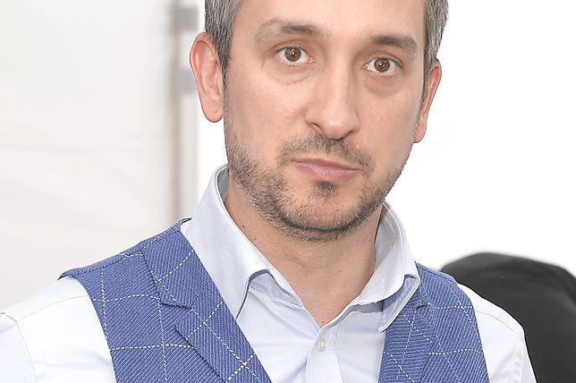Radek Brzózka od lat związany jest z TVP. Ale ma też inną pracę