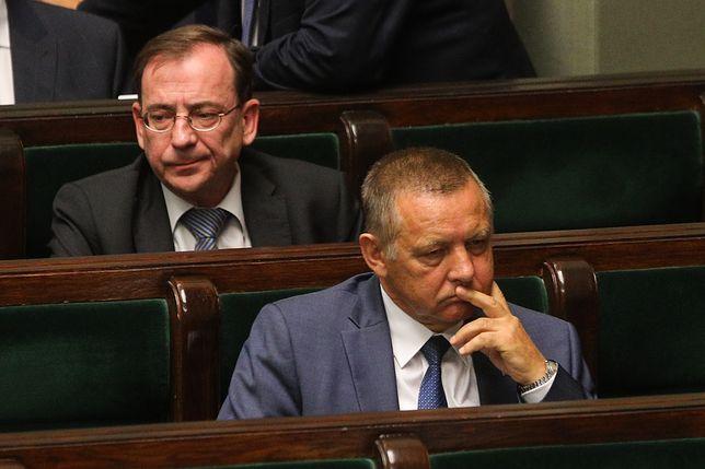 Prezes NIK Marian Banaś, a za nim Mariusz Kamiński, koordynator służb specjalnych