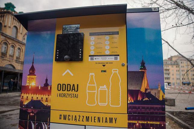 Warszawa. W stolicy działa 10 recyklomatów na szkło, plastik i aluminium
