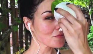 Masaż twarzy zmrożonym ogórkiem. Kosmetyczny hit prosto z TikToka