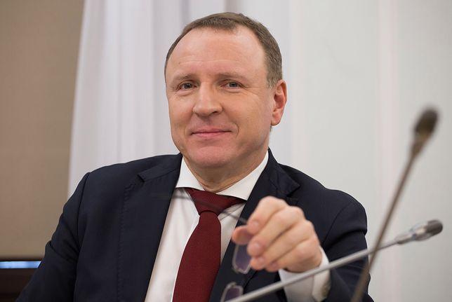 Jacek Kurski tłumaczy, skąd wzięły się antysemickie komentarze na pasku TVP Info