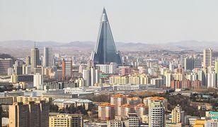 Wizyta w stolicy przywołuje na myśl dawne wizyty oficjeli w krajach bloku wschodniego - muzea, place, pomniki, miejsca kultu…