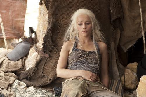 """""""Gra o tron"""": Emilia Clarke zagra w """"Gwiezdnych Wojnach"""""""