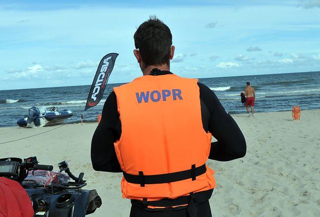 Niestety osób, które wchodziły w ten weekend do wody mimo silnego wiatru i wysokich fal, było więcej