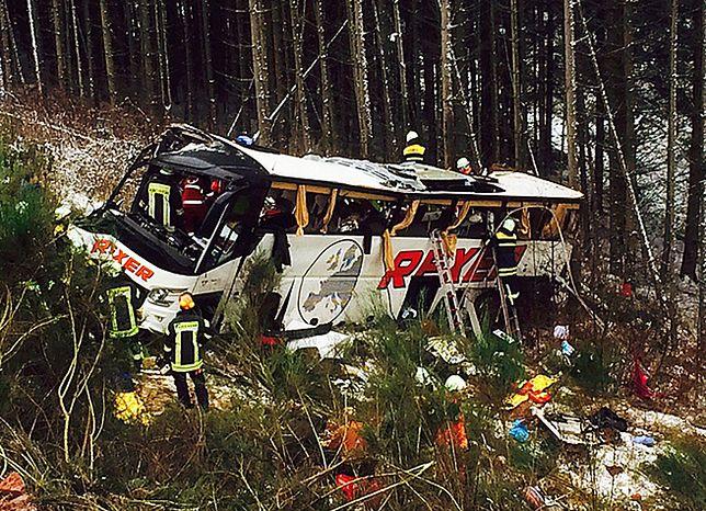 Wypadek autokaru na autostradzie w Niemczech; cztery osoby nie żyją