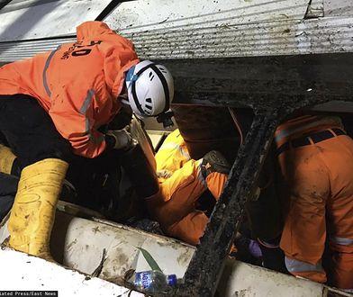 Indonezja. Tragedia na wyspie Jawa. Poważny wypadek szkolnego autobusu
