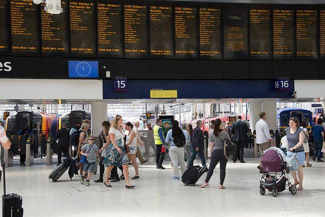 """Handel w niedziele na dworcach będzie dozwolony """"w zakresie związanym z bezpośrednią obsługą podróżnych""""."""