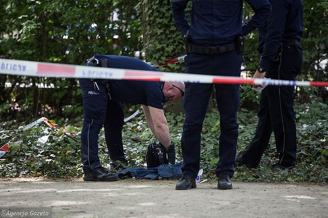 Mężczyzna próbował podpalić się na terenie Łazienek Królewskich naprzeciwko budynku KPRM