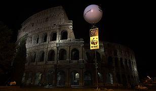 """Tak wyglądało Koloseum, podczas """"Godziny dla Ziemi"""" w 2008 roku"""