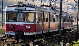 """Czytelnicy zapraszają Ewę Kopacz. """"My jeździmy takimi pociągami"""""""