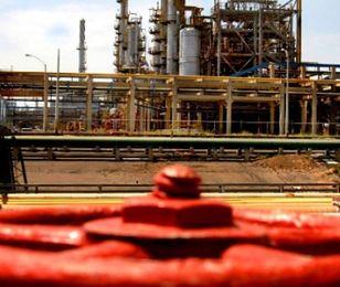 Polska nie będzie chroniła rafinerii?