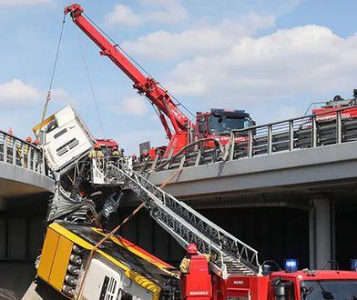 Warszawa. Wypadek autobusu na S8