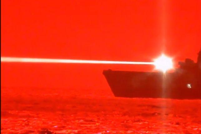 Amerykanie niedawno pokazywali testy swojej broni laserowej