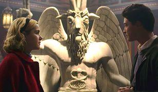 Posąg z serialu jest wierną repliką symbolu Świątyni Szatana