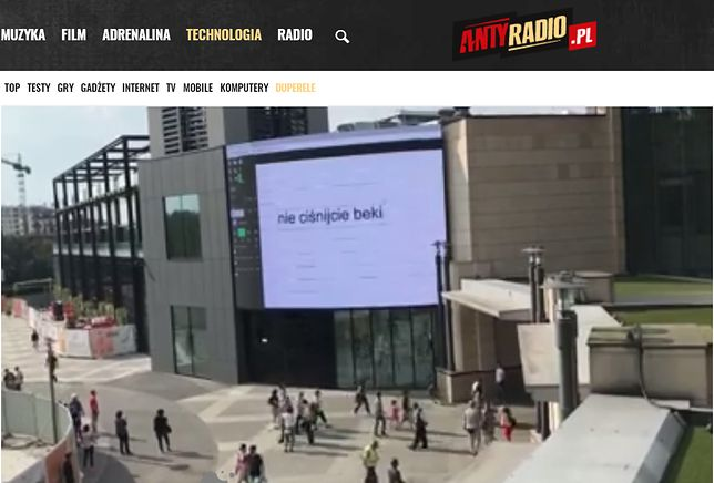 Hakerzy przejęli ekran LED w warszawskim centrum handlowym. Co było ich celem?