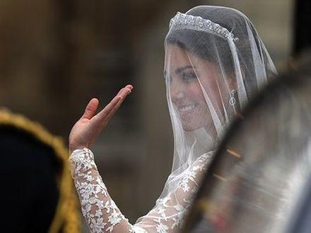 Kate w diademie pożyczonym od Elżbiety II