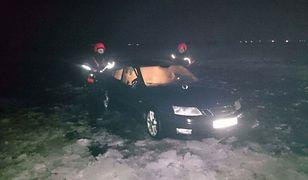 Pijani jeździli po jeziorze Zegrzyńskim. Pod autem załamał się lód