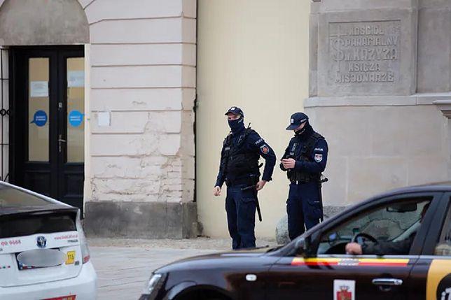 Policjanci w Wigilię zapukają do domów Polaków, jeżeli otrzymają sygnał, że zbyt dużo osób zgromadziło się pod jednym dachem.