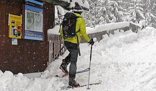 Mimo zagrożenia lawinami, turyści wychodzą w góry