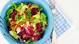 Sałatka, która obniża cholesterol. Jedz ją codziennie (WIDEO)