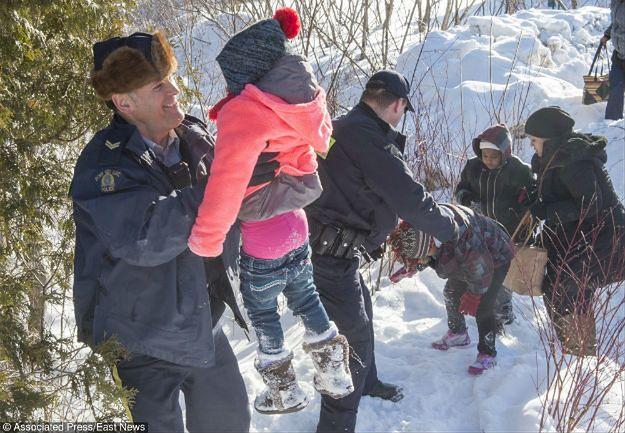 Setki ludzi ucieka przed Trumpem. Dramatyczna sytuacja na granicy z Kanadą