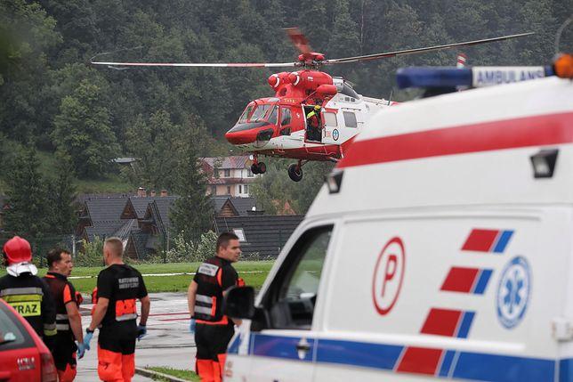 Śmigłowce TORP na lądowisku przed szpitalem w Zakopanem
