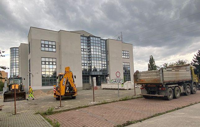 Dąbrowa Górnicza. Ruszyły prace przy remoncie dawnego banku w Gołonogu.