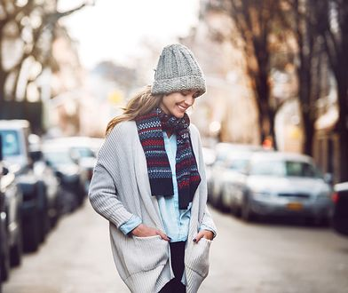 Kilka długich swetrów w szafie sprawi, że tej zimy nie zmarzniesz