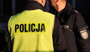 Jabłonna: mężczyzna zabarykadował się w domu z bronią palną. Groził jej użyciem