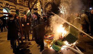 """Demonstranci w Budapeszcie protestujący przeciwko """"ustawie o pracy niewolniczej"""""""