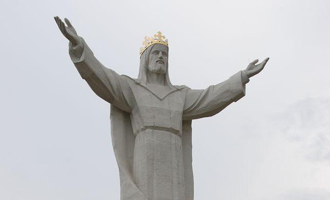 Kupczenie głową Jezusa? Instalacja anten Wi-Fi poruszyła polskich katolików