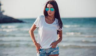 Koszulki na wakacje za mniej niż 50 zł. Wybierz ulubiony fason