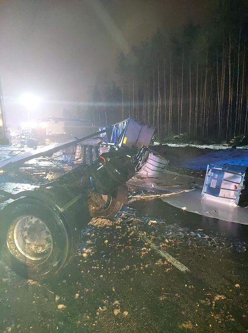 Dąbrowa Górnicza. Zmarł jeden z kierowców po zderzeniu dwóch samochodów ciężarowych.
