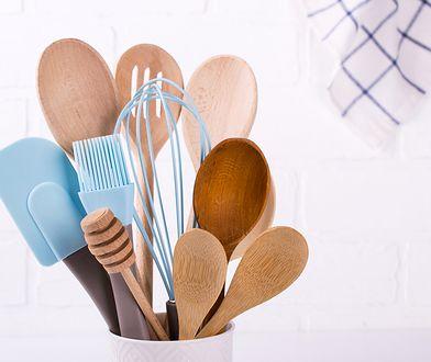 Każdy z nas używa w kuchni łopatek i łyżek. Które z nich są bezpieczne?
