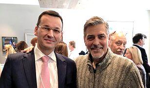 Mateusz Morawiecki chwalił się zdjęciem z George'em Clooneyem. Wtedy nie przewidziano istotnej kwestii