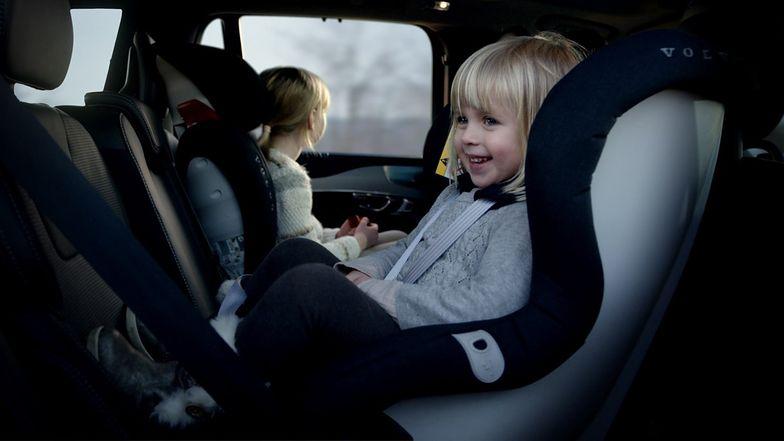 Bezpieczeństwo dzieci podczas jazdy samochodem. Sprawdź, co Volvo zrobiło, aby chronić dzieci