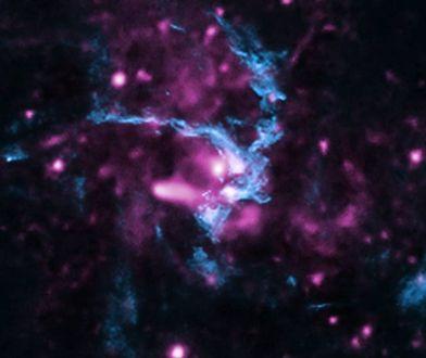 Cząsteczki wysokoenergetyczne w czarnej dziurze w Drodze Mlecznej