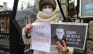 Protest pod rosyjską ambasadą w Dublinie