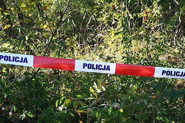 Ciało młodej kobiety z tatuażem znalezione w lesie w Małopolsce