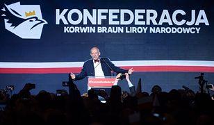 Janusz Korwin-Mikke przemawiający podczas sobotniej konwencji.