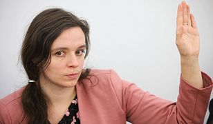 Posłanka Klaudia Jachira zaprotestowała przeciwko usilnym próbom całowania ją rękę w Sejmie.