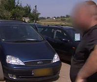 Nieuczciwy handlarz chciał sprzedać auto z przekręconym licznikiem