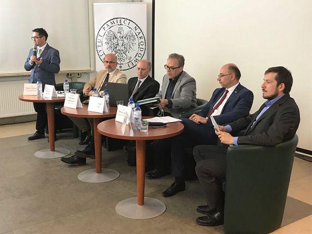 Uczestnicy debaty o zachowaniach obywateli II RP pod okupacją