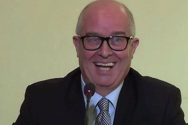 Andrzej Seremet żartuje przed konferencją: nowe wybory i PiS nas powsadza